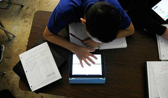 digital_learning_day_student_with_tablet